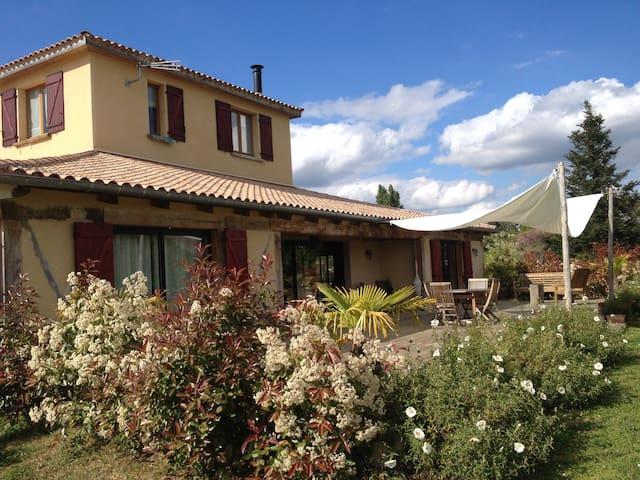 Chambre calme Dordogne - Maurens - Huis