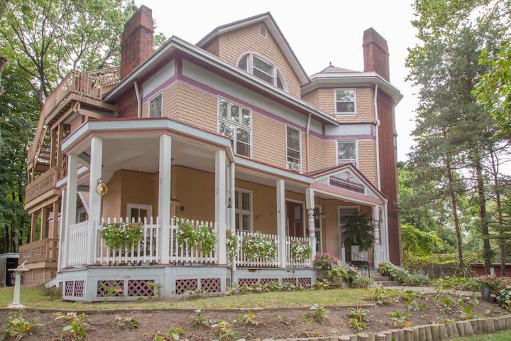 Historic Charmer - Pittsburgh