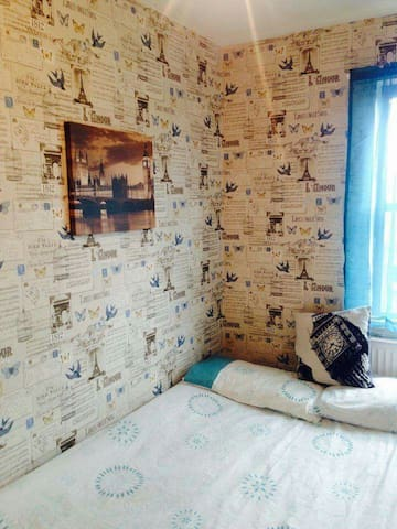 Small but cosy room close to station - Londra - Ev