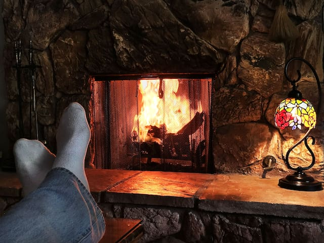 Romantic Cabin, Fireplace, Jacuzzi Tub, Sauna & AC - Lake Arrowhead - Hus