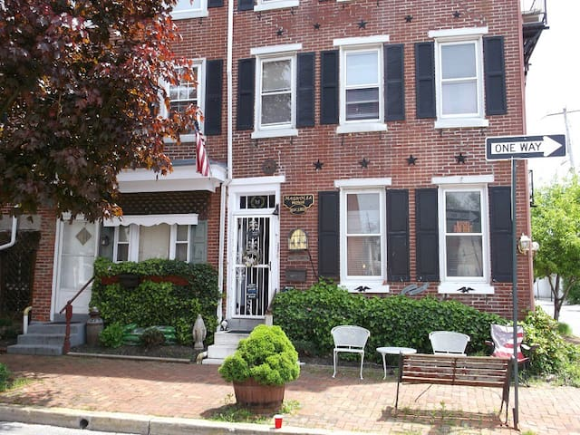 Historic Magnolia House,  our Apartment sleeps 6 - West Chester - Daire