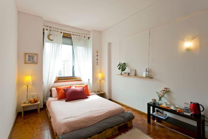 Bright DOUBLE ROOM + private BATHROOM in Porto - Porto - Appartement en résidence