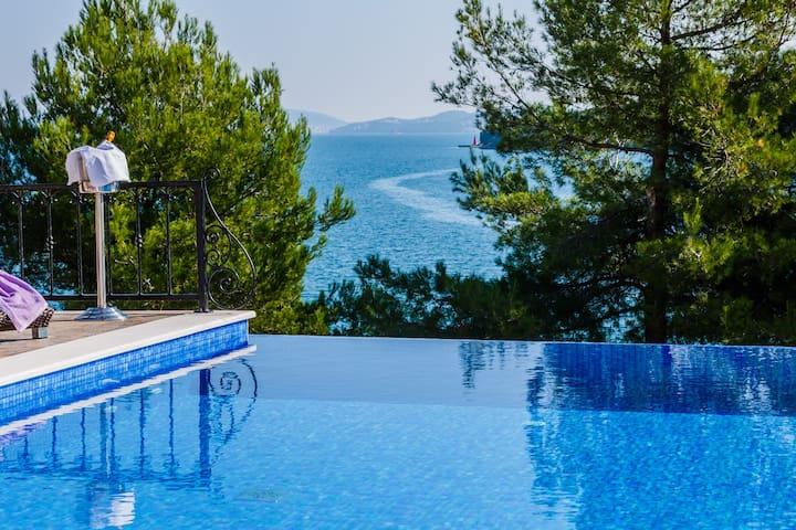 Idyllic front line villa near Trogir - Marina - Villa
