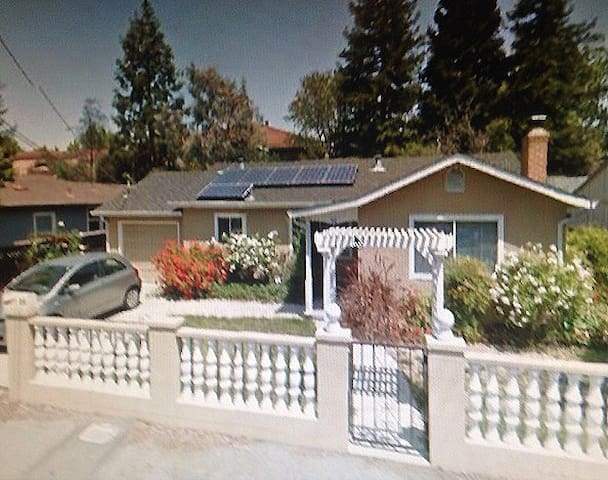 Less than 5 miles from Stanford... - Redwood City - House