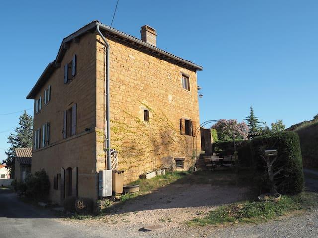 Belle maison en pierres dorées dans le Beaujolais - Ville-sur-Jarnioux - Casa