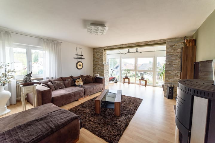 Light-flooded apartment in a prime location. - Estenfeld - Daire