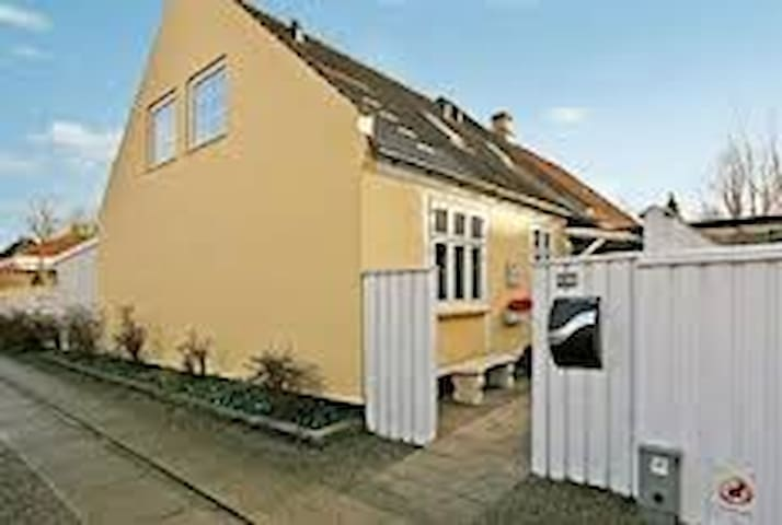 Cosy house in Ringsted city - Ringsted - Ev