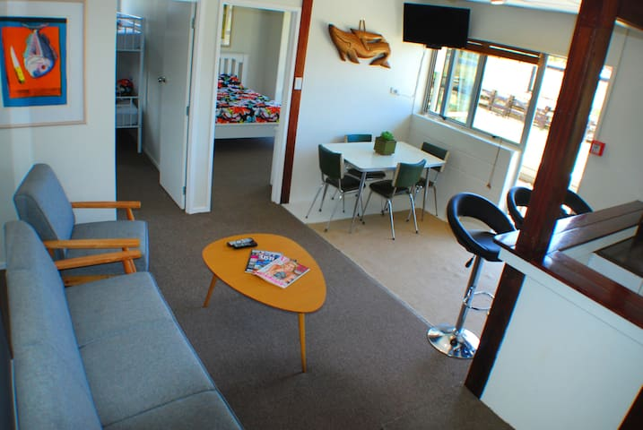 Matapouri Holiday Unit 4 - Beach Front! - Matapouri - Appartement