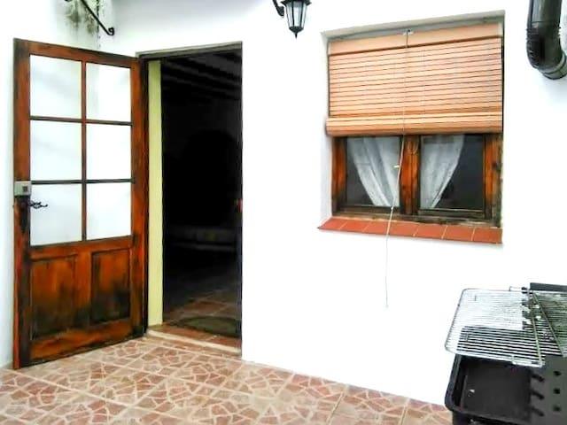 Spacious house w/ terrace and BBQ - Valdezufre (Aracena) - Huis