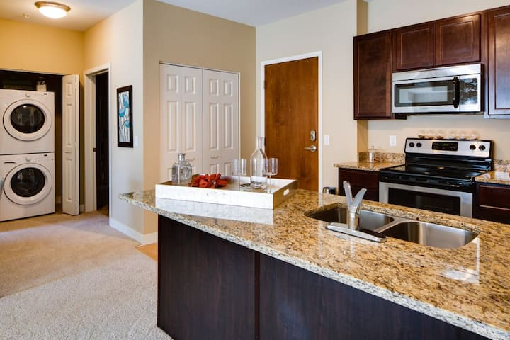 Large Master Suite in Luxury Apt, Close to MOA/MSP - Bloomington - Daire