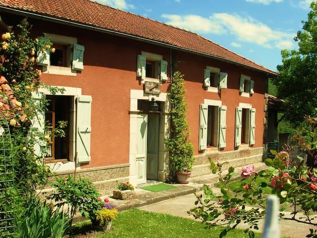 La clé des champs, jolie maison dans les Pyrénées - Arbon - Hus