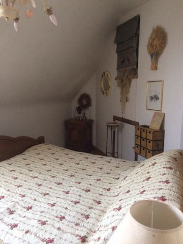 Chambre privée pour voyageur en solo - Saint-Amand-les-Eaux - Hospedaria