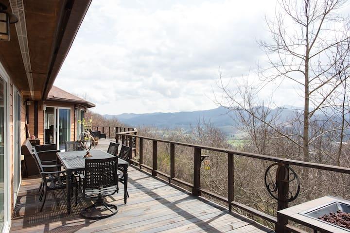 Big House, Big Views, Hiking, fishing and relaxing - Waynesville - Casa