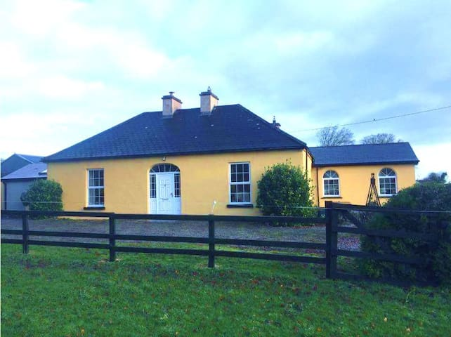 Family-Friendly Country Home Room 3 of 3 listings - Newcastle West - Huis