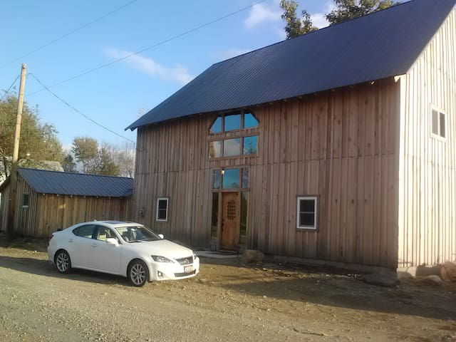 Transformed 1800's barn into a home! - Utica - Huis