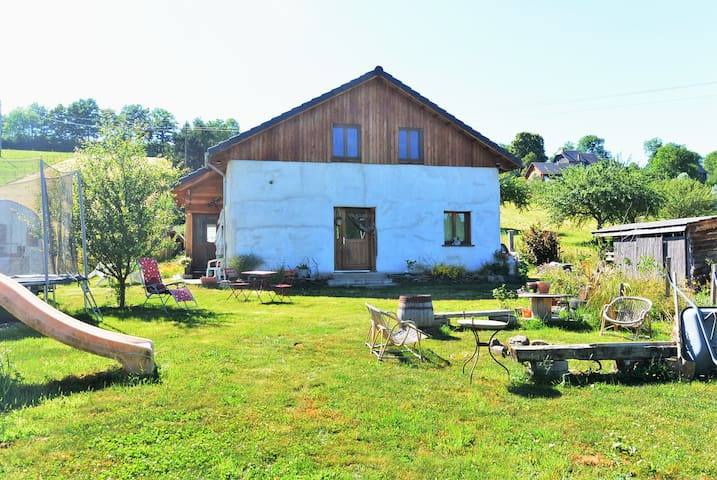 """Holidays at """"Three little pigs"""" home - Saint-Pierre-Roche - Huis"""
