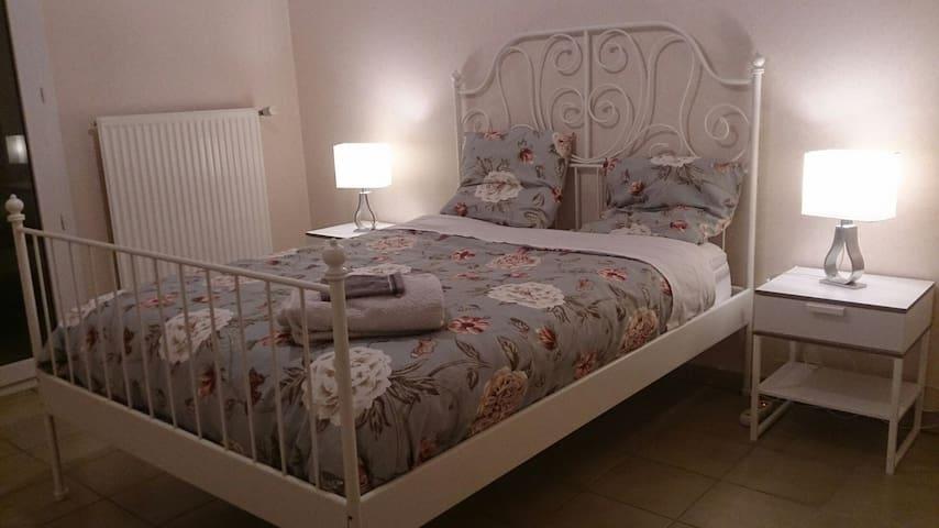Chambre avec terrasse - Nyons - Apartemen