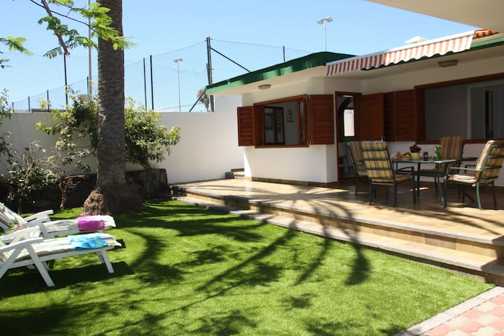 Confortable Independent Villa - Playa de San Agustin, Maspalomas - 別荘