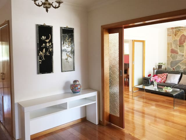 Spacious,comfortable lovely house - Mount Waverley - Hus