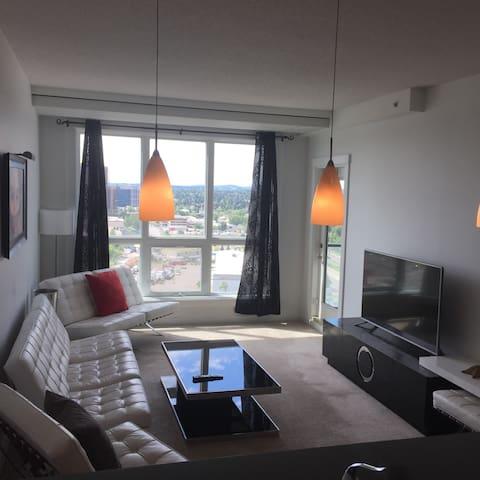 Modern private suite with mountain view - Calgary - Selveierleilighet