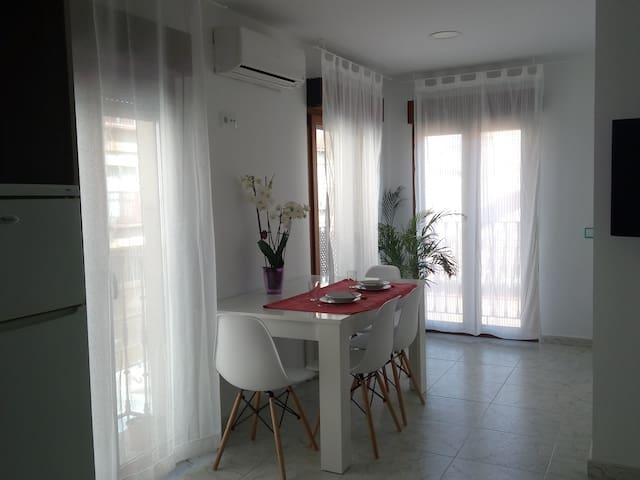Acogedor y luminoso apartamento en casco histórico - Alcalá de Henares - Appartement