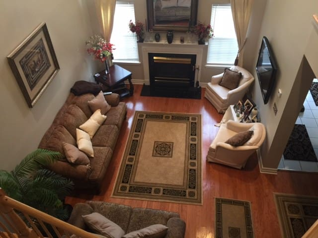 Beautifully furnished home in lovely Basking Ridge - Bernards - タウンハウス