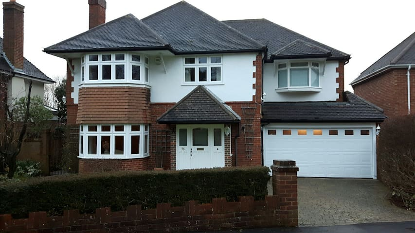 Large, quiet, well maintained house - Fetcham - Hus