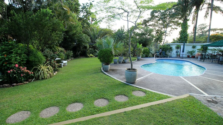 POS Oasis Private Room, garden, pool, wifi - Port-of-Spain