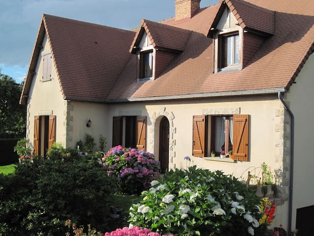 2 Chambres chez l'habitant - Saint-Georges-des-Groseillers - Gästhus