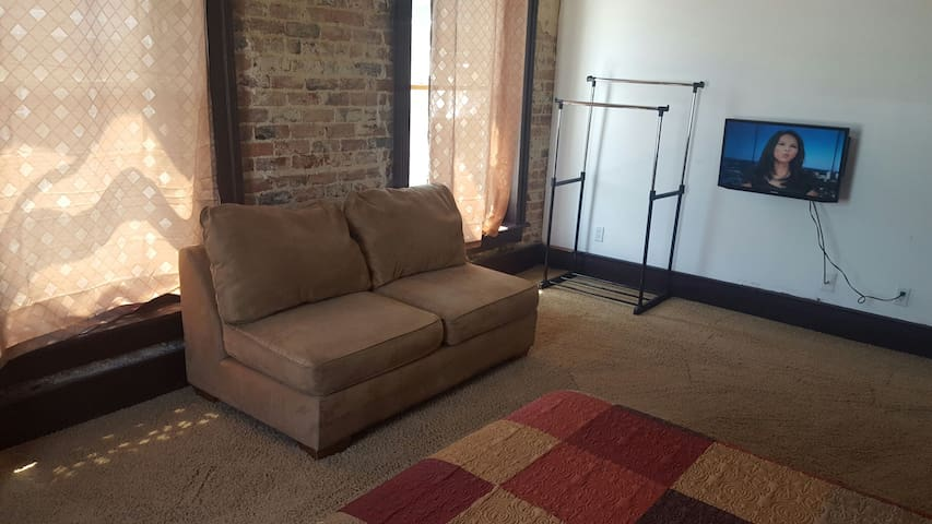 Loft w/3 private rooms booked indiv - Clarksville - Loft