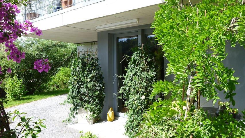 Liebevoll eingerichtete 2-Zimmerwohnung im Grünen - Bühler - Departamento