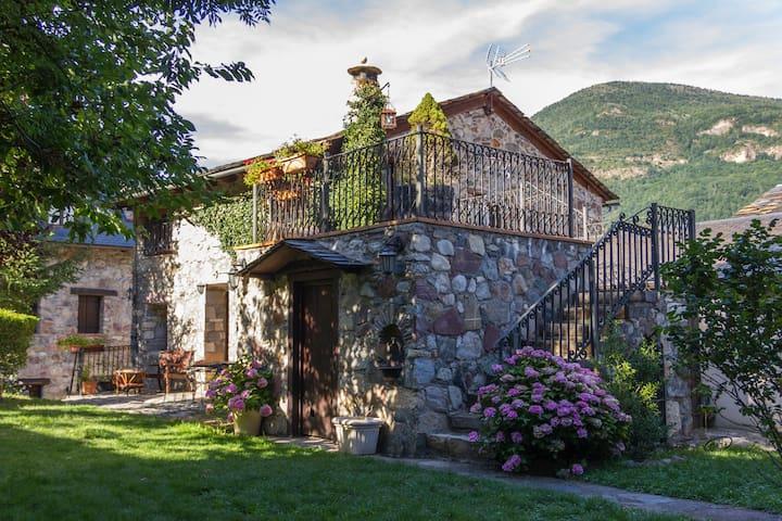 Apartamento Aneto con jardín - Villanova