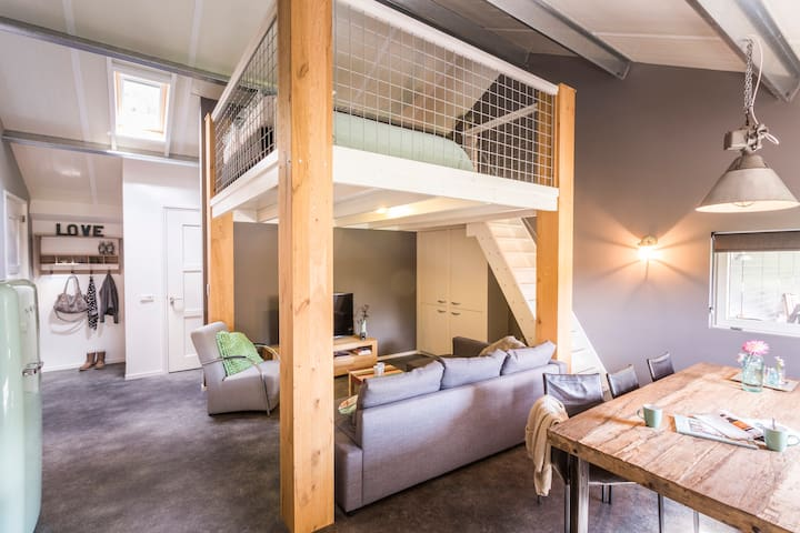 a hip apartment in tough country style - Katwijk - Ev