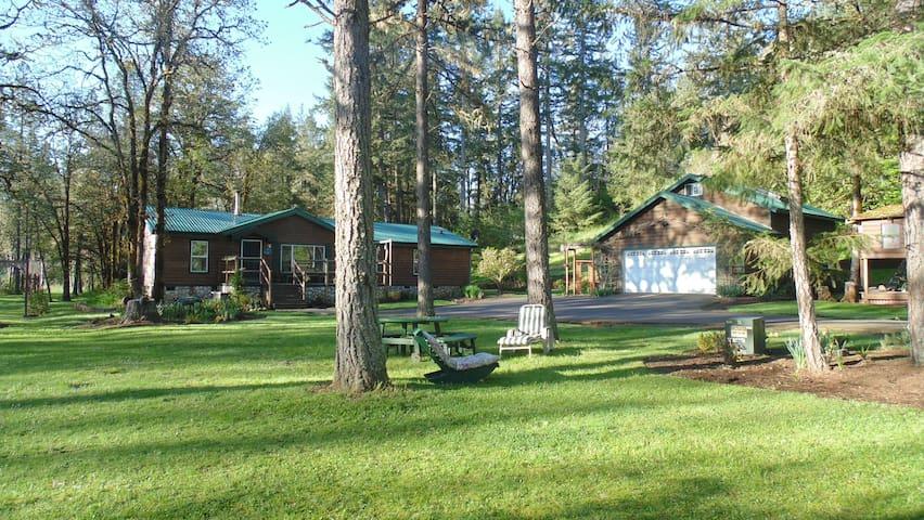 Cabin Country Living/Guest House behind garage - Eugene - Houten huisje