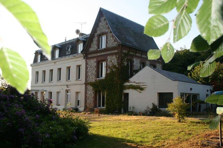 Chambre dans jolie maison d'hôte logement entier - Saint-Laurent-de-Brèvedent - House