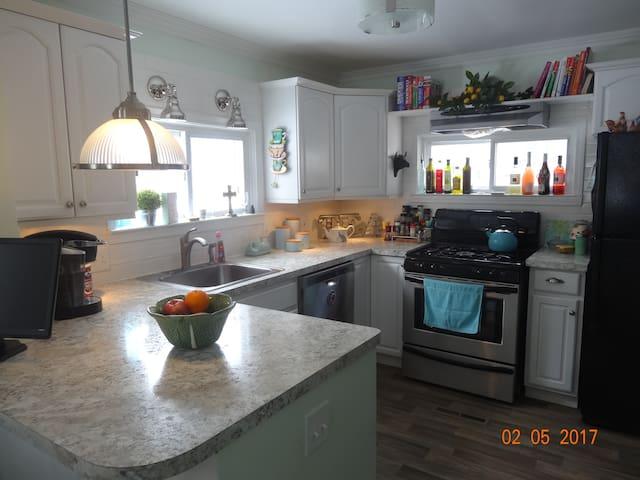 CLEAN, COMFORTABLE & COZY - Taylor - Huis