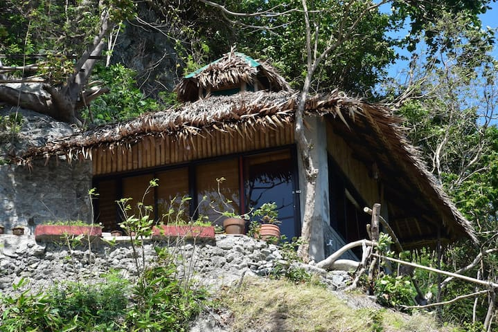 Bahay-studio on a cliff, near beach - Puerto Galera - Bungalow