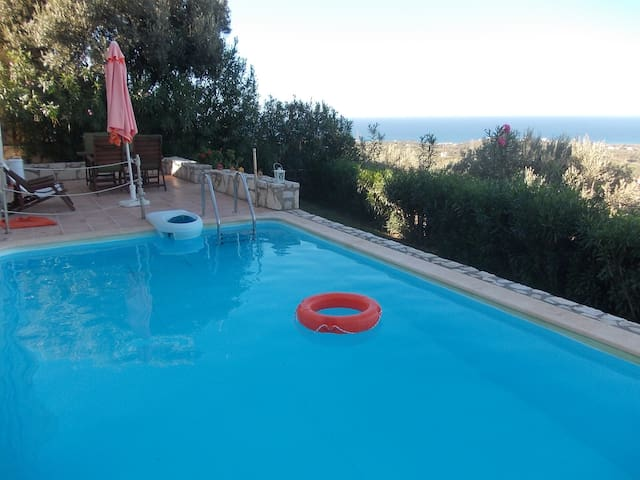 Peaceful, private pool,  great view - Agia Paraskevi - Huvila
