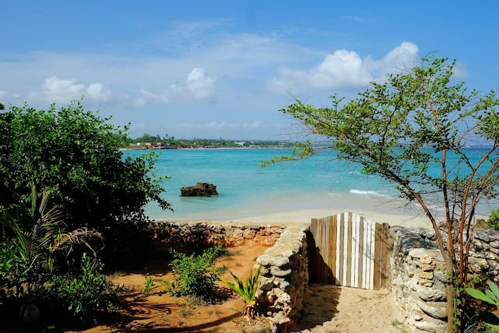 Fully Equipped Beach Front Bungalow (sleeps 4) - Pemba