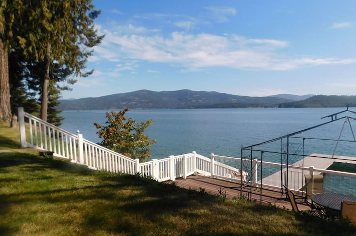 Blissful 5BR/3 BA Lodge With Lakefront Deck & Dock - Sandpoint - Ház