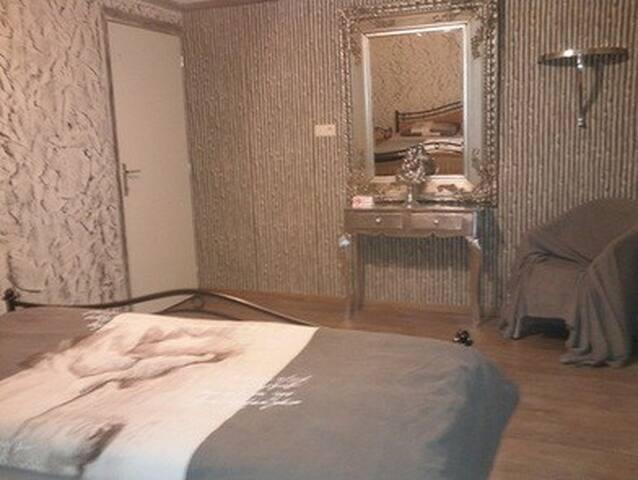 """Spaanse Villa 107 """"Grote kamer"""" - Balen - Bed & Breakfast"""