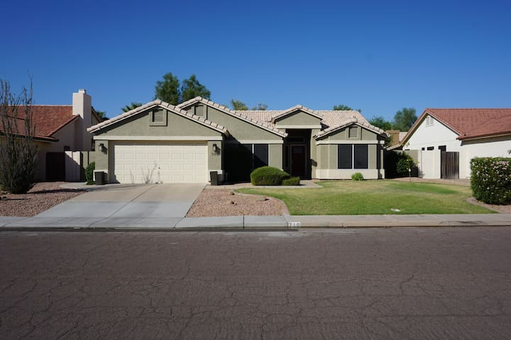 Downtown Chandler Home, Fully Stocked & a Bike 4 u - Chandler - Haus
