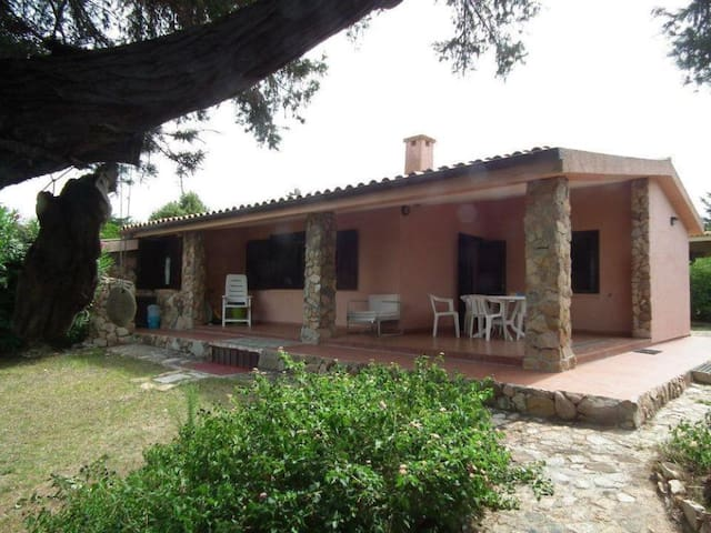 HOUSE WITH GARDEN, 850 METERS FROM THE SEA - Rena Majore - Villa