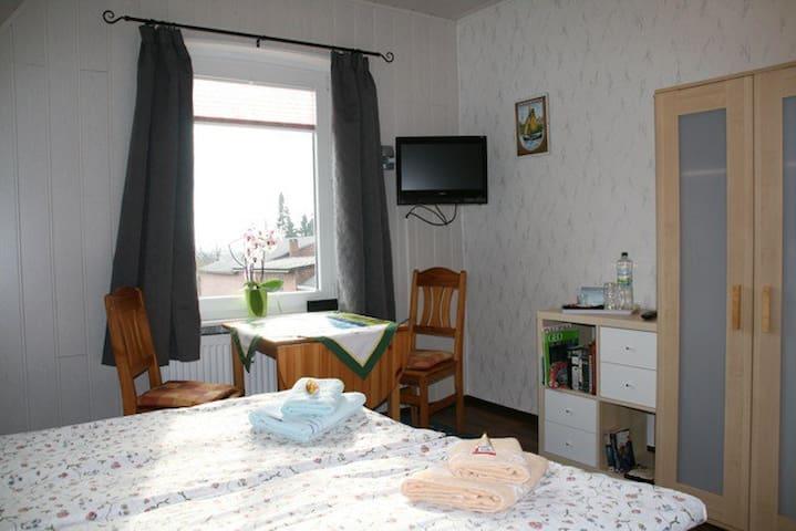 Lovely, quiet Appartement with WLAN - Neuenkirchen - 家庭式旅館