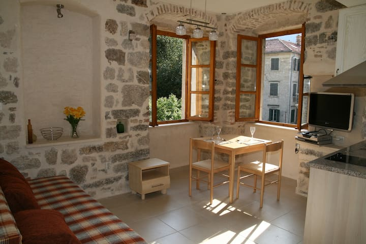Character Kotor studio apartment with views (left) - Kotor
