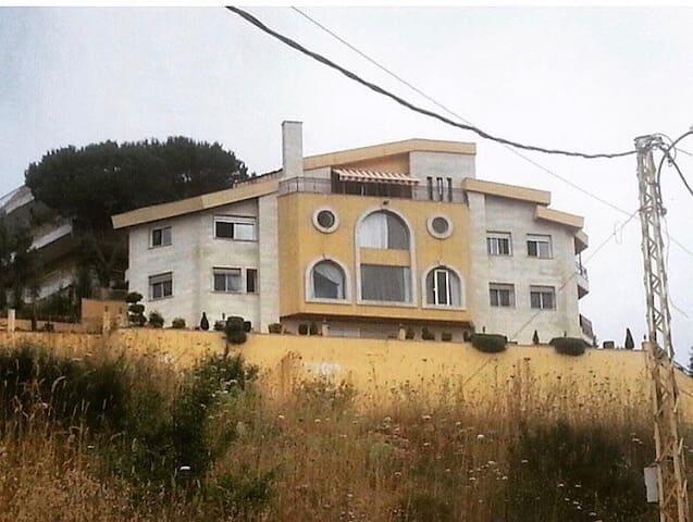 Beautiful villa & view in lebanon - Dhour El Aabadiyeh - Huis