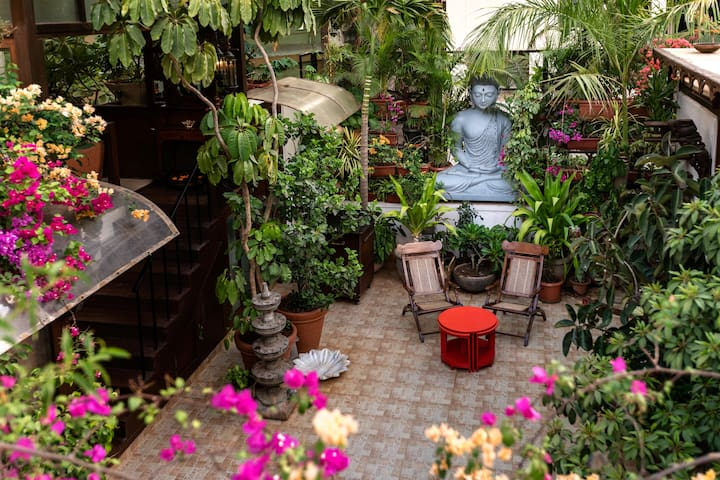 Oasis with a courtyard in Bandra, Mumbai - Bombay - Daire