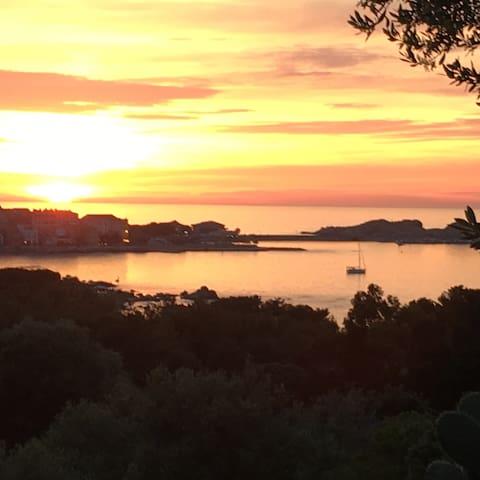 Maison avec magnifique vue sur l'île Rousse - Monticello - Hus