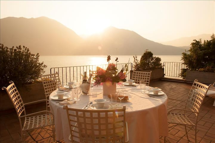 The Terrace on the lake - Vello - Daire
