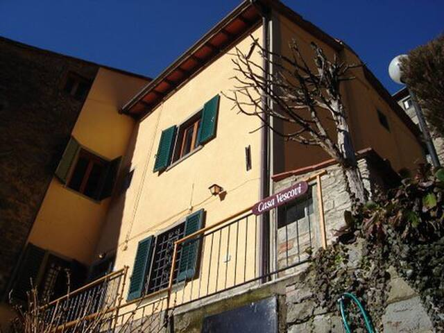 Tuscan Hillside Village House - Vellano - Casa